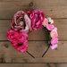 Rožinių gėlių karūna