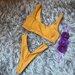 Geltonas medžiaginis maudymosi kostiumėlis