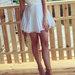 Pūsta balta vakarinė suknelė