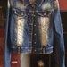 Džinsinis švarkas su spygliais ant pečių