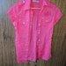 Rožiniai marškiniai trumpomis rankovėmis