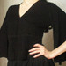 juoda palaidinė plačiomis rankovėmis