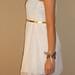 Balta ant vieno peties sifonine suknele