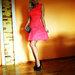 nuostabi koralu spalvos suknele