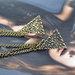Nuostabi, madinga apykaklė bronzos spalvos