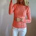 Megztinis su pynėm persikinis