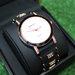Puošnus juodas laikrodis