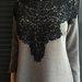 Pilka suknelė-tunika su gipiūru