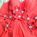 Raudona ryški suknelė