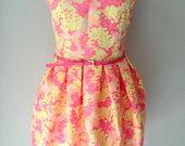 Spalvinga trumpa vasarinė suknelė