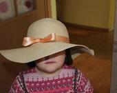 Skrybėlė su kaspinu