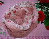 Gėlėta, rožinės spalvos skarelė