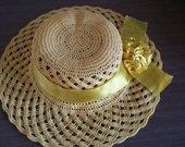 Geltona rankų darbo sktybėlaitė