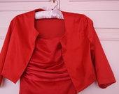 Raudona ilga suknele