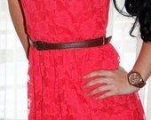 Ryški gipiūrinė suknelė
