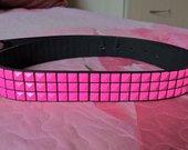 ryškus neoninis rožinis diržas