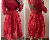 Raudona nuostabi suknelė