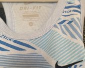 Nauja Nike majkute