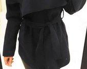 tamsiai melynas paltas