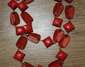 Raudoni karoliai