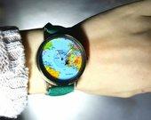 Ryškių spalvų geografinis laikrodis