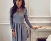 L dydzio pilka spalvytė suknele