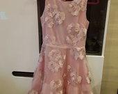 rozine issiuvineta suknele