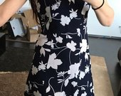 Grazi iliemenuota suknele su gelemis