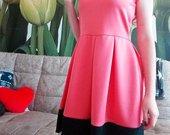 Stulbinanti rožinė suknelė su apatine juoda dalimi
