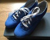 Odiniai, mėlyni, sportiniai bateliai