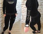 Juodas natūralaus veliūro kostiumas