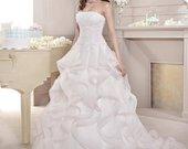 Vestuvinė suknelė.