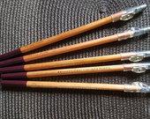 Bordo spalvos lūpų pieštukas