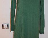 Asimetriška žalia suknelė