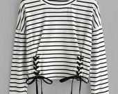Trikotažo marškinėliai su nėriniais ir skraistėmis