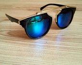 Stilingi juodi veidrodiniai akiniai su aukso