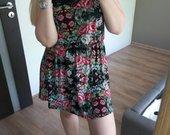 Gėlėta suknelė su nėrinukais