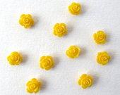 Geltonos  prisiuvamos  gėlytės