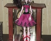 Monster High lele draculaura 9.00eur.