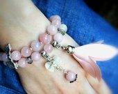 Apyrankės iš rožinio kvarco akmenėlių