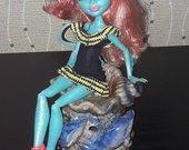 Monster High Lorna 7.50eur.