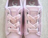 Nerealus Guess rožiniai batai