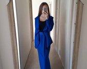 Karališko mėlynumo kostiumas su ilgu sijonu