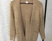 Smėlio spalvos sujuosiamas megztinis