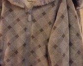 Šiltas su kailiuku džemperis