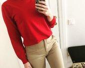 Raudonas megztinis su perliukais