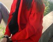 ryškus raudonas paltukas su vilna
