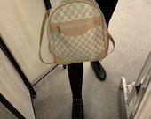 Naudota Louis Vuitton