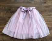 Rožinis tiulio sijonas