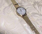Auksinės spalvos laikrodis